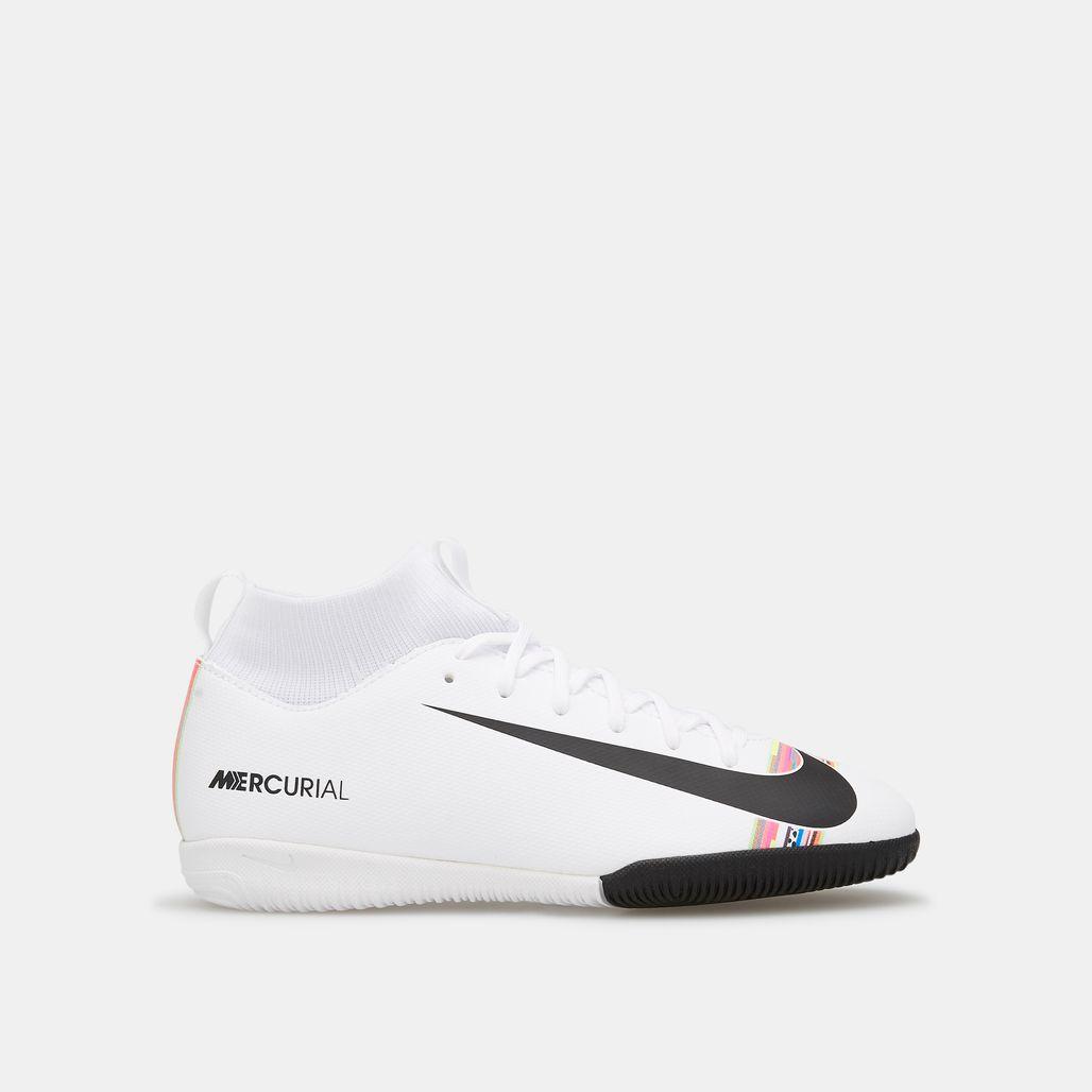 حذاء كرة القدم سوبرفلاي اكس 6 اكاديمي لملاعب الصالات الداخلية من نايك للاطفال الكبار
