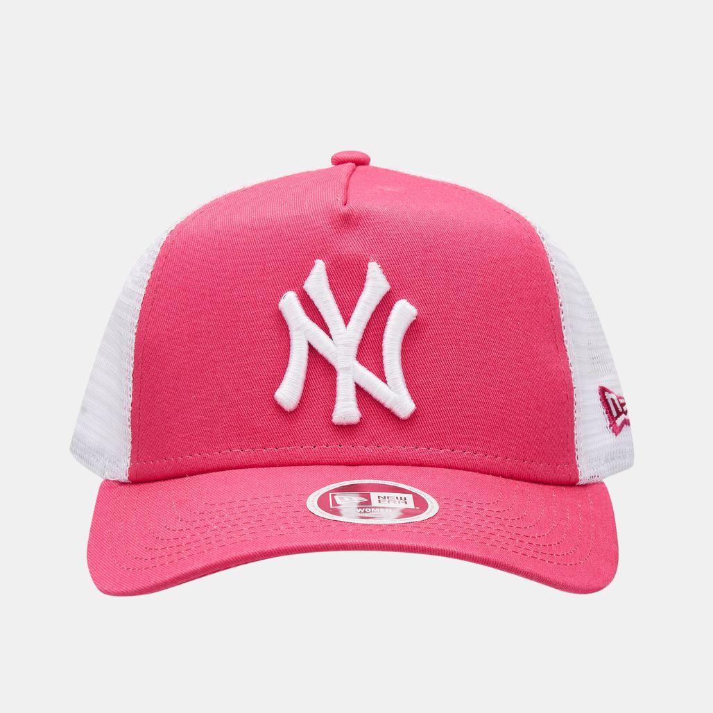 New Era Women's MLB New York Yankees League Essential 9FORTY Trucker Cap - Purple