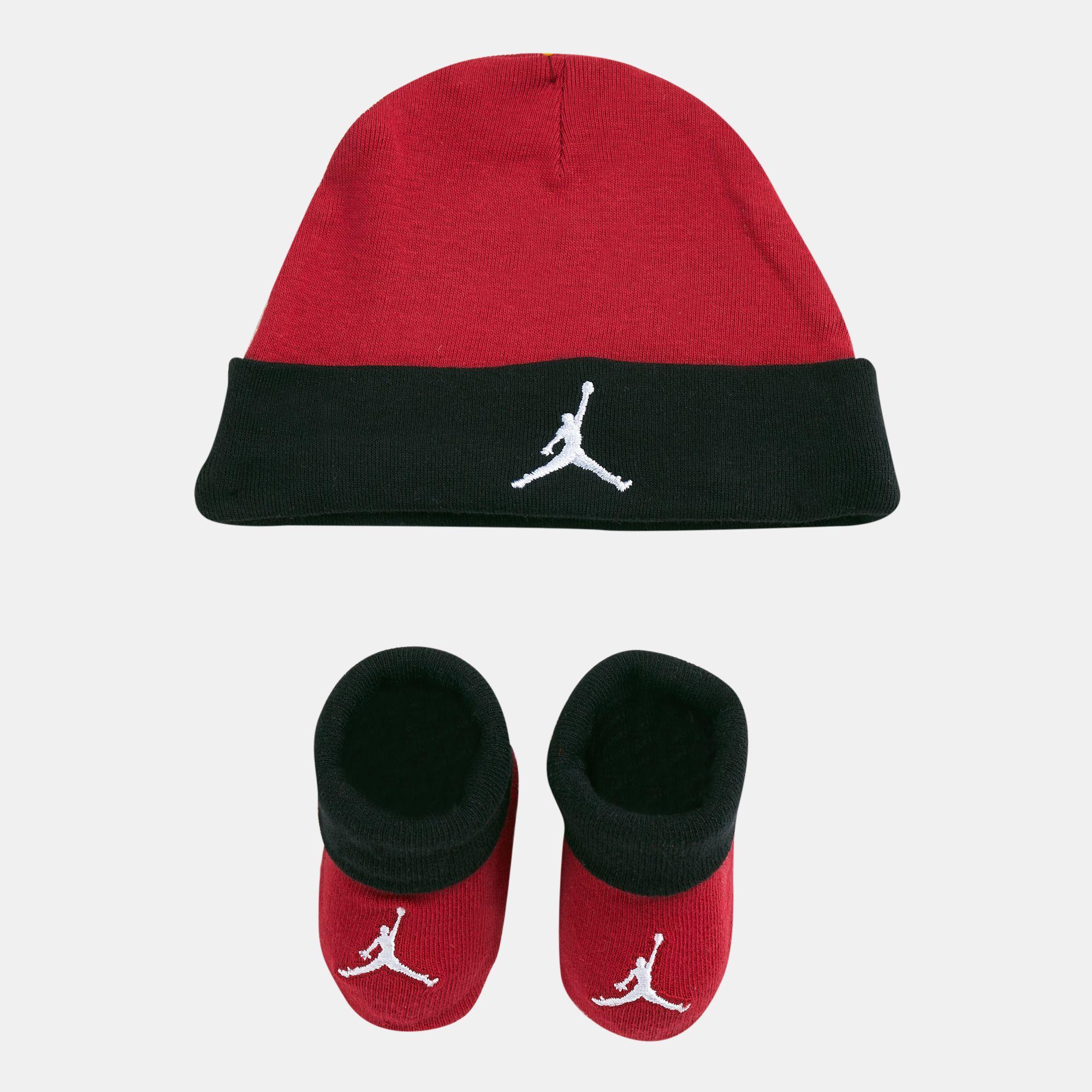 b9779143bf0049 Jordan Kids  Basic Hat and Bootie Combo Set (Baby)