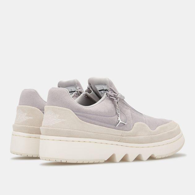 newest 17f29 3e0a2 Nike Women's Air Jordan 1 Jester XX Low Top Shoe