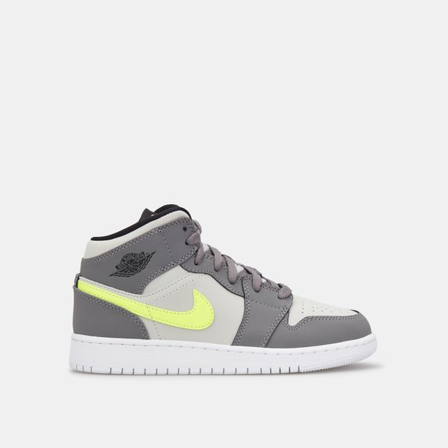 best sneakers 6256b 6dd43 Jordan Kids' Air Jordan 1 Mid Shoe (Older Kids)