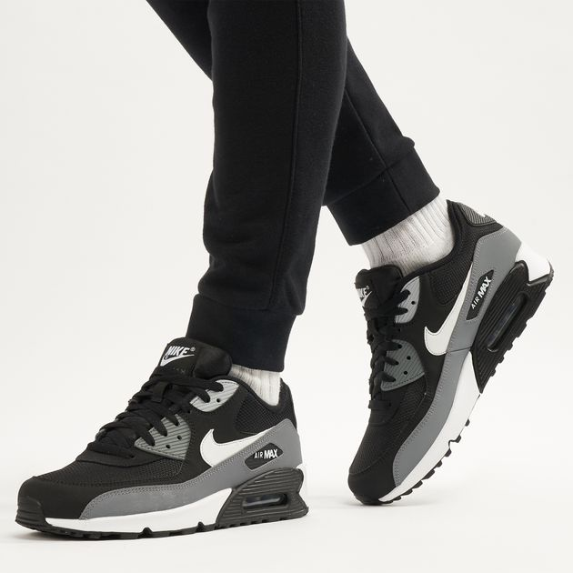 5d0cbae76517a Nike Men s Air Max 90 Essential Shoe