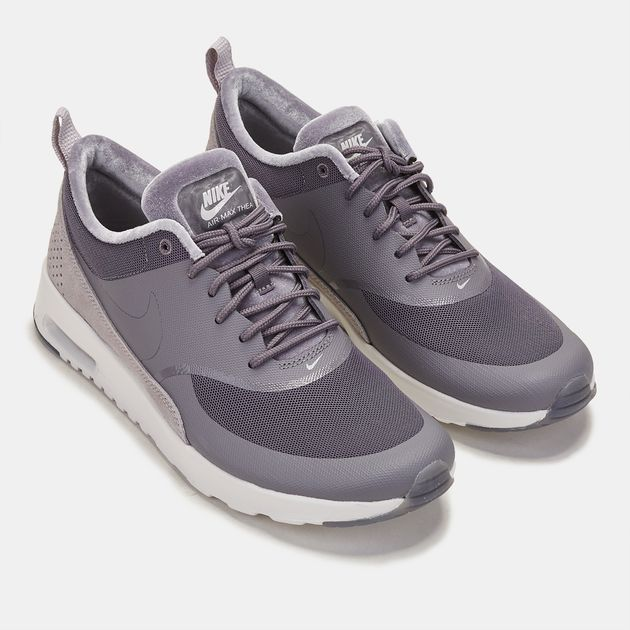 Women Nike Air Max Thea sneakers modesty and stylish flair